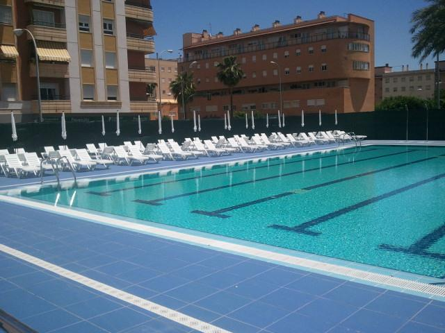 Gimnasio poniente piscina exterior cordobamegusta for Piscina gimnasio