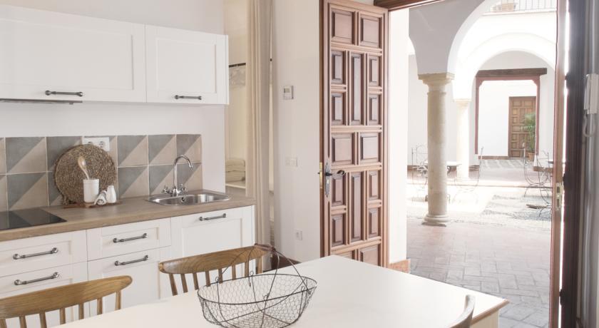apartamentos-casa-aceite-cordoba-mesa-cocina-comedor – cordobamegusta