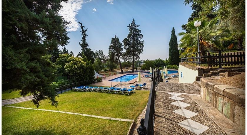Hotel abetos maestre escuela cordoba jardin piscina for Piscinas jardin cordoba