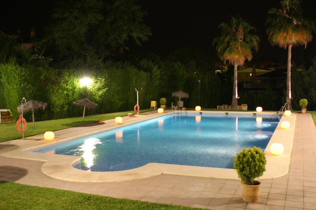 hotel-las-adelfas-cordoba-piscina