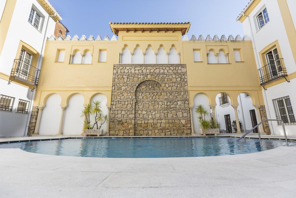 Macias alfaros hotel piscina cordobamegusta for Hotel con piscina en cordoba